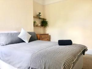 A bed or beds in a room at Dudley Road