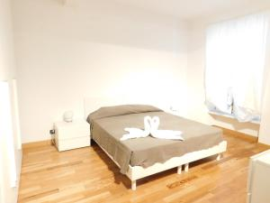 A bed or beds in a room at Fratelli Asquasciati 53 Apartments Sanremo - 022