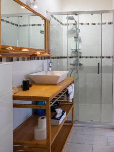 Salle de bains dans l'établissement Les Gites du Somail