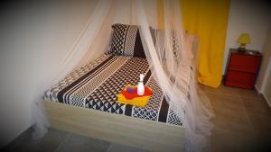 A bed or beds in a room at Fleur d'épée Trinité