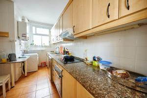 A kitchen or kitchenette at Large sunny appartment with two terraces