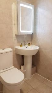 A bathroom at Prime Location for Principality & City Centre