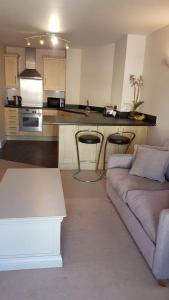 A kitchen or kitchenette at Prime Location for Principality & City Centre