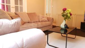 A seating area at Grandeur Holiday home