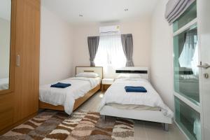A bed or beds in a room at 4BR Villa @ Saransiri Phuket