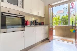 A kitchen or kitchenette at LV Premier Anjos- AR2 Terrace