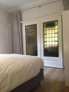 A bed or beds in a room at Beau City Apartment Maastricht