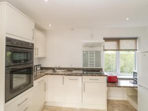 Virtuvė arba virtuvėlė apgyvendinimo įstaigoje Avalon Cottage
