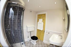 A bathroom at 20A St Hilda's