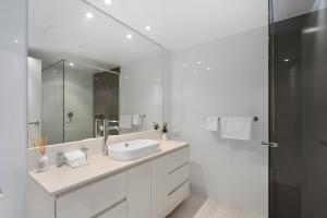 A bathroom at H-Residences - GCLR