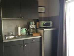 Küche/Küchenzeile in der Unterkunft zu Jeddelohs Bungalows