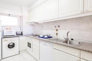 Een keuken of kitchenette bij Jardim do Vau