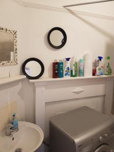 A bathroom at Perfect Studio in Harrow
