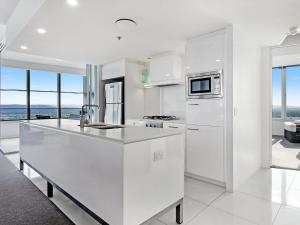 A kitchen or kitchenette at Private Luxury 2 Bed at Q Surfers Paradise