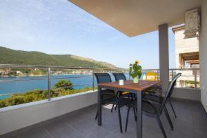 A balcony or terrace at Apartments Timbar
