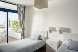 Een bed of bedden in een kamer bij Villas de la Marina