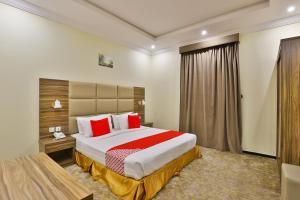 A bed or beds in a room at OYO 245 Dorat Al Motmizon 2