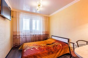 A bed or beds in a room at Apartment on Selezneva 4/13