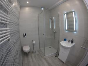 A bathroom at Bulwary Apartments