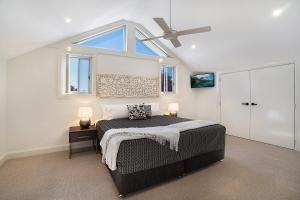 A bed or beds in a room at Accommodation Hunter - James Street Morpeth