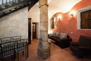 Кът за сядане в Apartamentos Turísticos Cáceres Medieval