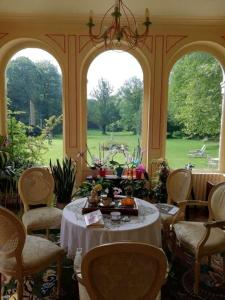 A restaurant or other place to eat at Château de la Bucaille