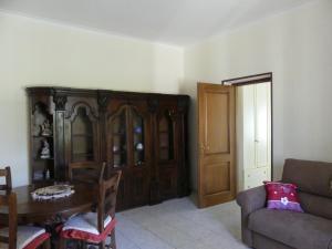A seating area at Appartamento con giardino