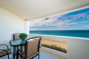 A balcony or terrace at 3 Bedroom Apartment - Panoramic Ocean Views