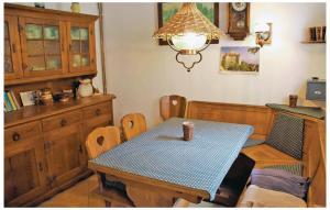 Ein Restaurant oder anderes Speiselokal in der Unterkunft Ferienhaus F�rstenbrunnerstr. X