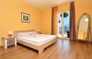 Cama ou camas em um quarto em Holiday Home Sucuraj 04