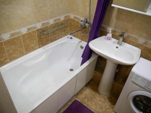A bathroom at Квартира - студия