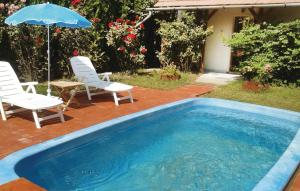 Bazén v ubytovaní Holiday home Rózsa Vendégház-Békésszentandrás alebo v jeho blízkosti
