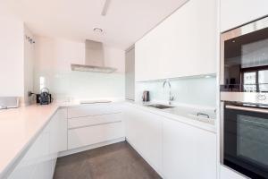 A kitchen or kitchenette at Genteel Home Plaza de España