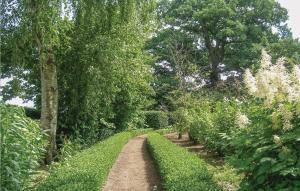 En trädgård utanför Holiday Home Blentarp VI