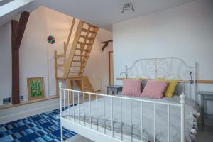 Łóżko lub łóżka w pokoju w obiekcie CITYSTAY Dekerta Apartment
