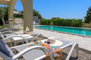 Bazén v ubytování Olive Tree House nebo v jeho okolí