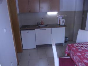 A kitchen or kitchenette at Apartman Nóra