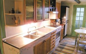 Ett kök eller pentry på Holiday home Lilla Wahlby Väderstad