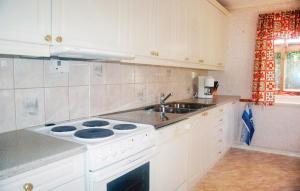 Ett kök eller pentry på Holiday home Tahultsvägen Landvetter