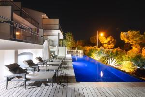 The swimming pool at or near Villa Cassis