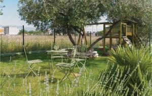 Ein Garten an der Unterkunft Holiday Home Kastel Luksic with Sea View III