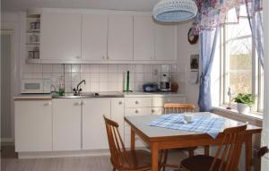 Una cocina o kitchenette en Holiday home Kopparhult Rimforsa