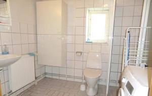Ett badrum på Holiday Home Tomelilla 07