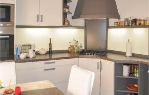 Küche/Küchenzeile in der Unterkunft Holiday Home Verchen with Fireplace 11