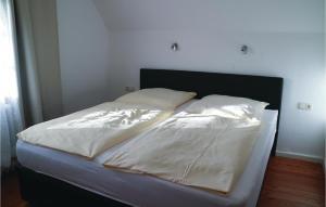 Ein Bett oder Betten in einem Zimmer der Unterkunft Apartment Birkenallee X