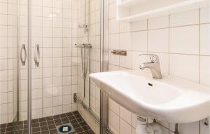 Phòng tắm tại Studio Apartment in Farosund