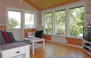 En sittgrupp på One-Bedroom Holiday home Norrtälje with Sea View 01