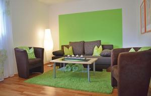 Ein Sitzbereich in der Unterkunft Holiday Apartment Horhausen 07