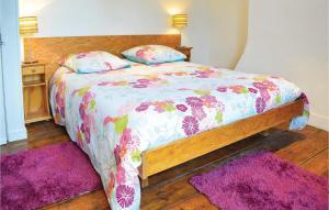Un ou plusieurs lits dans un hébergement de l'établissement Three-Bedroom Holiday Home in Le Bourg-Dun