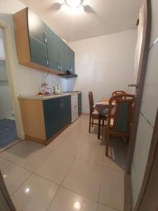 A kitchen or kitchenette at Apartmani More